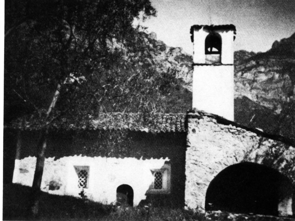 15i---Limone-del-Garda,-il-perimetrale-sud-San-Pietro-in-una-vecchia-foto-nella-quale-si-vedono-ancora-le-transenne-in-pietra-delle-finestre.