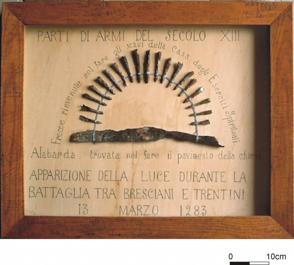 16g---Tignale,-chiesa-di-Santa-Maria-di-Monte-Castello,-punta-di-lancia-longobarda-e-punte-di-balestra-medievali.