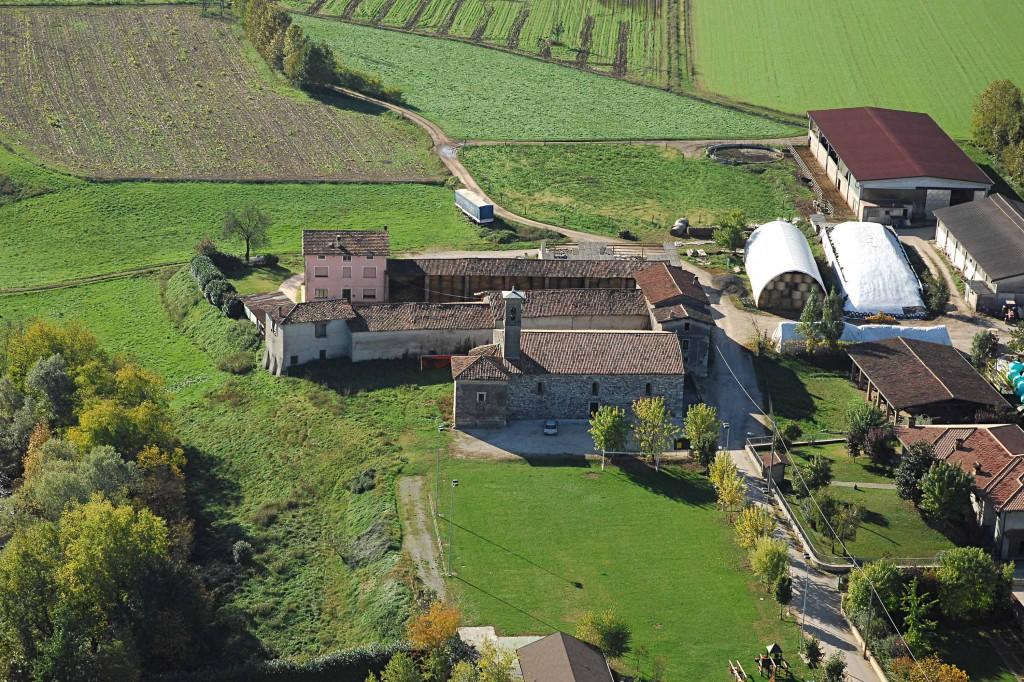 09a--Bedizzole,-foto-aerea-della-pieve-di-Santa-Maria-di-Pontenove